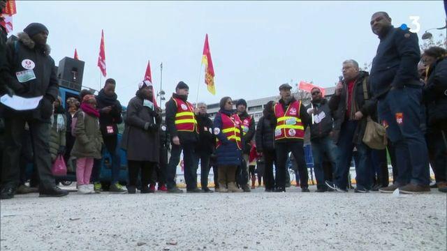 Grève : cheminots et fonctionnaires se manifestent à Paris