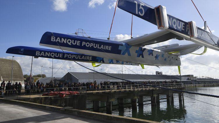 Le nouveau bateau d'Armel Le Cléac'h, mis à l'eau le 30 octobre à Lorient, attend son mât de 38 mètres. (DAMIEN MEYER / AFP)