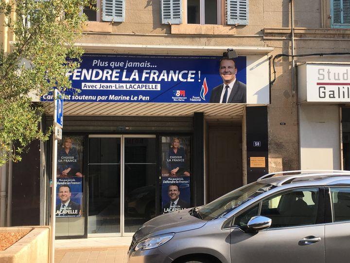 La permanence de campagne de l'ex-candidat FN aux législatives, Jean-Lin Lacapelle, située à Marignane (Bouches-du-Rhône). (MARGAUX DUGUET / FRANCEINFO)