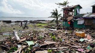 Une maison ravagée par le passage du typhon Phanfone près de Tacloban (Philippines), mercredi 25 décembre 2019. (BOBBIE ALOTA / AFP)