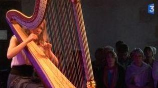 Leçon de harpe au festival de Sully et du Loiret  (Culturebox)