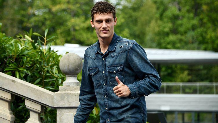 Le défenseur de l'équipe de France, Benjamin Pavard, le 3 septembre 2018, à son arrivée à Clairefontaine (Yvelines), le centre d'entraînement de l'équipe de France. (FRANCK FIFE / AFP)