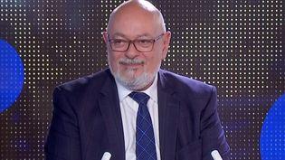Député Modem des Yvelines, Bruno Millienne revient dans le 23 heures de Franceinfo dimanche 1er août sur l'importance de la vaccination contre le Covid-19 à ses yeux. (FRANCEINFO)