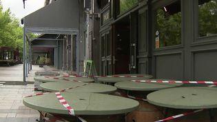 Déconfinement : les restaurants et cafés se préparent à la réouverture des terrasses (FRANCE 2)