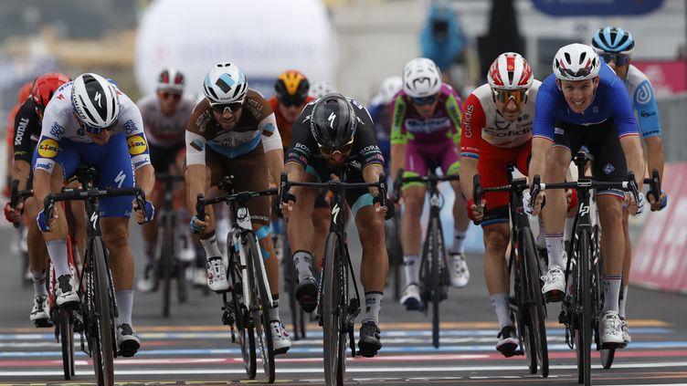 Arnaud Démare s'est imposé au sprint ce mardi sur la 4e étape (LUCA BETTINI / AFP)