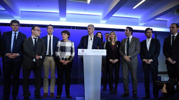 Laurent Wauquiez entouré du nouvel état-major du parti Les Républicains, mercredi 13 décembre 2017. (ERIC FEFERBERG / AFP)