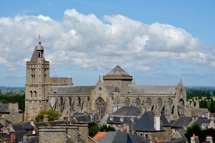 Vue de la cathédrale de Dol-de-Bretagne. (FONDATION DU PATRIMOINE.)
