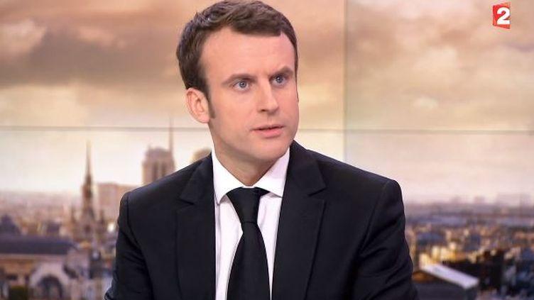 Emmanuel Macron, invité du journal de 20 heures de France 2, le 17 février 2015. (FRANCE 2)