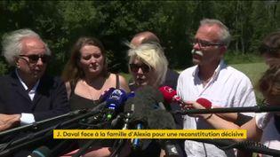 La mère d'Alexia Daval, Isabelle Fouillot, s'exprime face à la presse après la reconsitution judiciaire du meurtre de sa fille, le 17 juin 2019, à Gray-la-Ville (Haute-Saône). (FRANCEINFO)