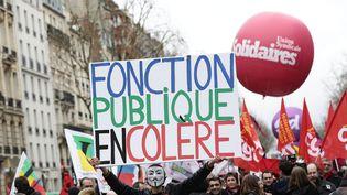 Six syndicats de la fonction publique (CGT, FO, FSU, Solidaires, CFTC et CGC) ont brandi début juin 2013 la menace d'une grève à la rentrée. ( MAXPPP)