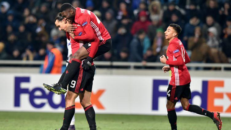 La joie des joueurs de Manchester. Ibrahimovic en tête ! (SERGEI SUPINSKY / AFP)