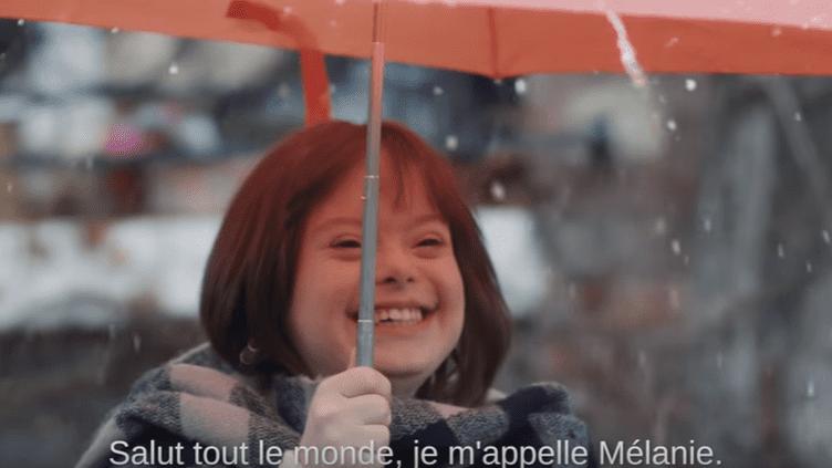 Mélanie devrait présenter la météo à la télévision d'ici la fin du mois de mars. (CAPTURE ECRAN YOUTUBE)