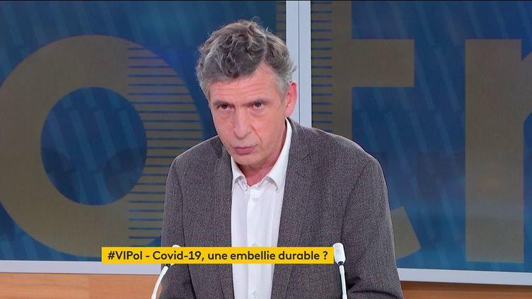 """Le professeur Éric Caumes était, vendredi, l'invité de """"Votre instant politique"""" sur la franceinfo. (FRANCEINFO)"""