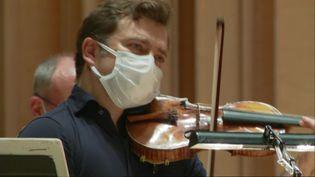 Renaud Capuçon en répétition à Poitiers avec l'Orchestre de chambre Nouvelle-Aquitaine (F. Bombard / France Télévisions)