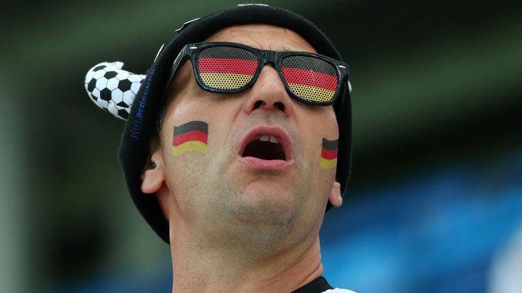 Un supporter allemand, à Sochi, lors de la Coupe du monde 2018. (HANNAH MCKAY / REUTERS)