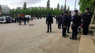 Des fonctionnaires de police place Stalingrad, le 4 mai 2021. (FLORENT H?LAINE / MAXPPP)