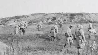 Image extraite d'un film tourné durant la Première Guerre mondiale dans les rangs français, qui s'est révélé être une mise en scène adaptée pour le cinéma. (FRANCE 3)