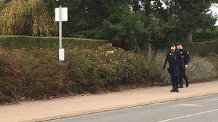 L'arrêt de bus où la lycéenne a été aperçue pour la dernière fois à Evrecy (Calvados). (NOLWENN LEJEUNE / RADIO FRANCE)