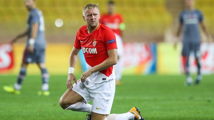 Le défenseur de l'AS Monaco, Kamil Glik, le pied à terre et résigné. (VALERY HACHE / AFP)