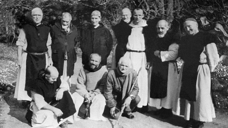 Photo non datée sur laquelle figurent notamment six des sept moinesenlevés dans la nuit du 26 au 27 mars 1996, dans leur monastère de Tibéhirine, situé à 80 km au sud-ouest d'Alger. (AFP)