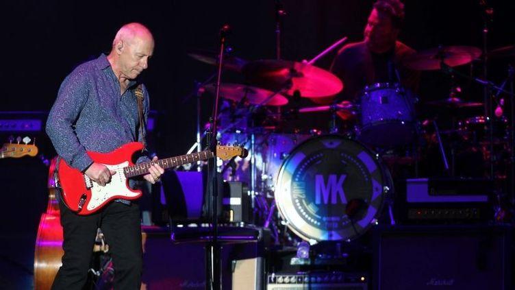 Mark Knopfler en concert aux arènes de Nimes (Gard) le 9 juillet 2013  (JEAN CLAUDE AZRIA / WORLDPICTURES / MAXPPP)