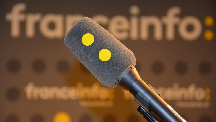 Micro et décor franceinfo (RADIO FRANCE / JEAN-CHRISTOPHE BOURDILLAT)