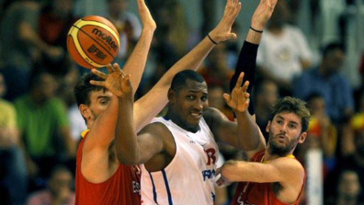 Boris Diaw impuissant face à  la défense espagnole