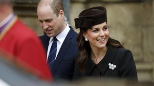 Kate Middleton, duchesse de Cambridge, et le prince William arrivent à la chapelle Saint-Georges du château de Windsor, le 1er avril 2018. (TOLGA AKMEN / AFP)