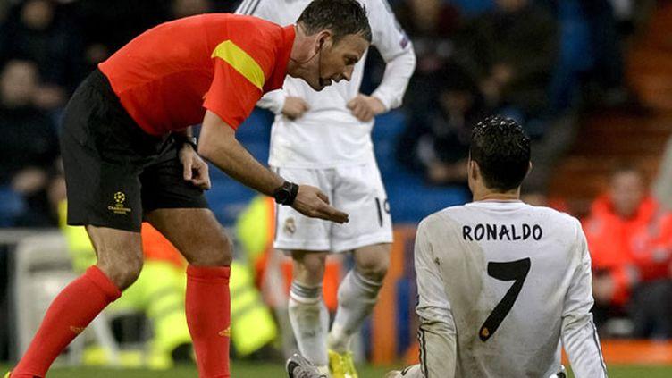 Le Portugais Cristiano Ronaldo au sol