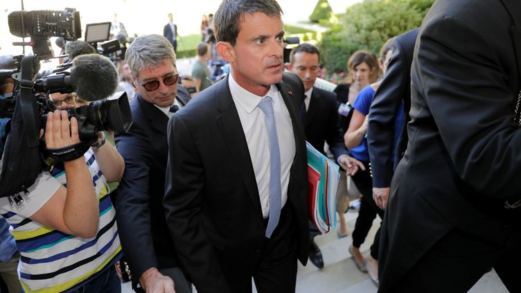 Manuel Valls, arrive à l'Assemblée nationale, après sa réelection dans l'Essonne, le 19 juin 2017. (THOMAS SAMSON / AFP)