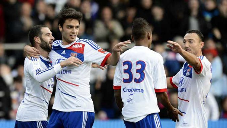 Duel entre Charalambides et Bastos lors de APOEL Nicosie -Lyon