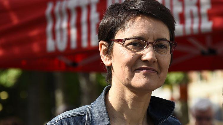 Nathalie Arthaud lors d'un rassemblement à Aubervilliers (Seine-Saint-Denis), le 11 mai 2017. (BERTRAND GUAY / AFP)