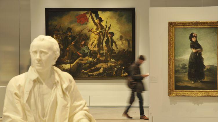"""Dans la Galerie du temps, au Louvre-Lens, """"La Liberté guidant le peuple"""" d'Eugène Delacroix clôture 55 siècles d'histoire de l'art. (ROLLINGER-ANA / ONLY FRANCE / AFP)"""