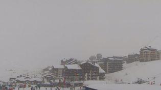 L'avalanche s'est déclenchée à Tignes mardi matin, ici dans le secteur de Val Claret. (webcam station de Tignes)
