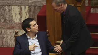 Le Premier ministre grec Alexis Tsipras (à gauche) et le ministre des Finances, Yanis Varoufakis, le 6 février 2015 à Athènes (Grèce). (FOSPHOTOS FOSPHOTOS / REUTERS)