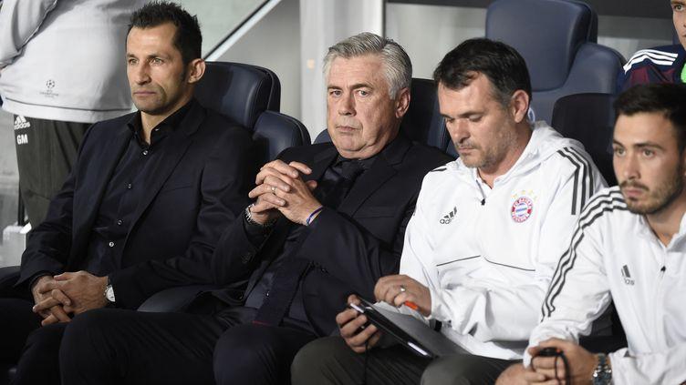 Carlo Ancelotti sur le banc du Bayern au Parc des Princes, avec Willy Sagnol, son adjoint (JEAN MARIE HERVIO / DPPI MEDIA)