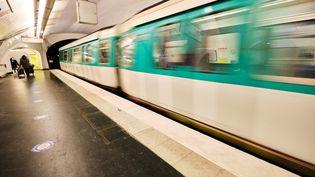 Un métro parisien, le 30 décembre 2020. (HERMANN CLICK / HANS LUCAS / AFP)