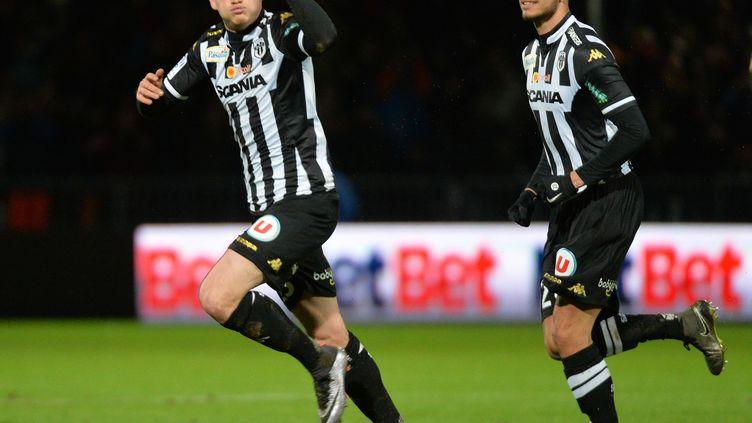 Pierrick Capelle et Angers toujours en haut de la Ligue 1 ! (JEAN-FRANCOIS MONIER / AFP)