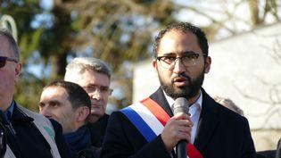 Le député LREM Guillaume Chiche prononce un discours lors d'une manifestation à Parthenay (Deux-Sèvres), le 26 janvier 2018. (MICHEL GARDE / CROWDSPARK / AFP)