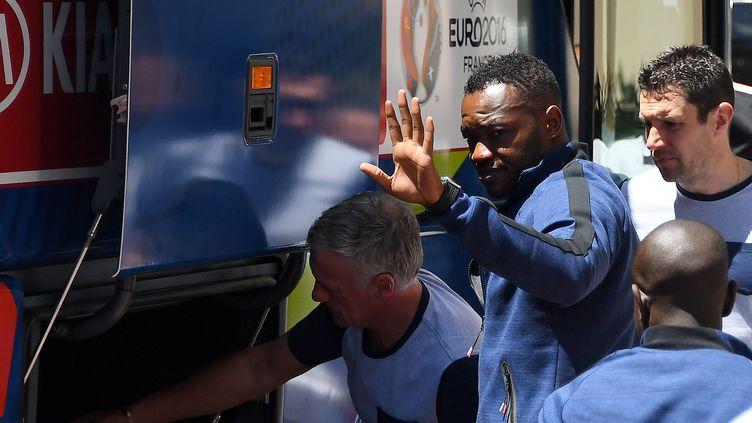 Steve Mandanda à son arrivée à l'hôtel des Bleus à Marseille (FRANCK FIFE / AFP)
