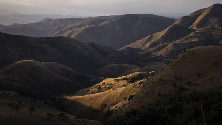 La chaîne montagneuse Barberton Makhonjwa, dans l'est de l'Afrique du Sud, inscrite au Patrimoine mondial de l'humanité, est le lieu de la découverte récente de microbes fossilisés.    (WIKUS DE WET / AFP)