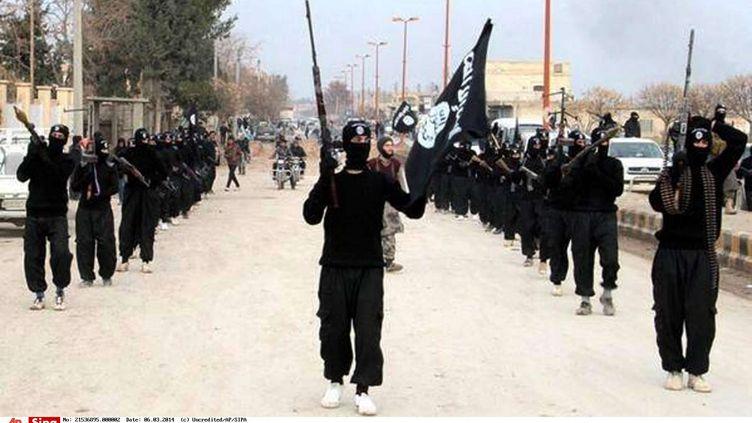 Le groupe jihadiste de l'Etat islamique en Irak et au Levant (EIIL) accueille des combattants francophones, à Raqqa (Syrie), selon une image postée le 14 janvier 2014. (AP / SIPA / AP)