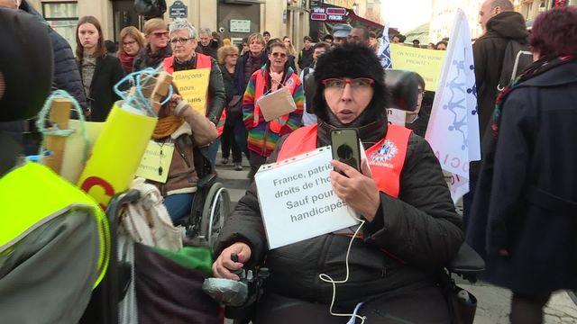 Paris : des personnes handicapées manifestent pour leurs droits