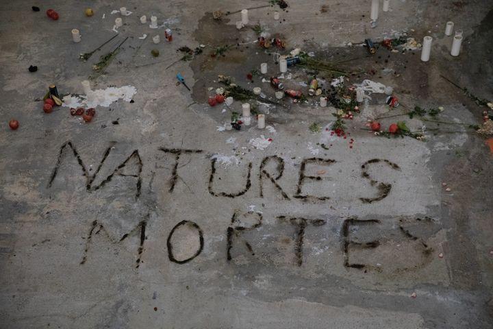 "Anne Imhof, ""Natures mortes"", 2021  (© photo Nadine Fraczkowski, courtesy the artist ; Palais de Tokyo, Paris)"