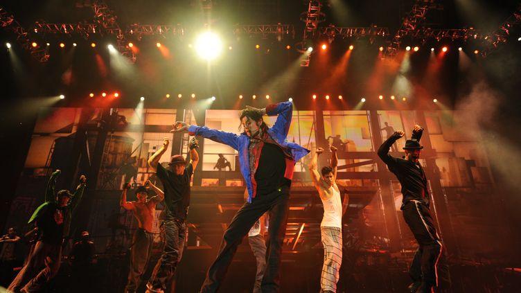 """Michael Jackson en mai 2009, un mois avant sa mort, lors des répétitions de la tournée """"This is it"""", une scène issue du documentaire du même nom signé par Kenny Ortega. (RIA NOVOSTI /AFP)"""