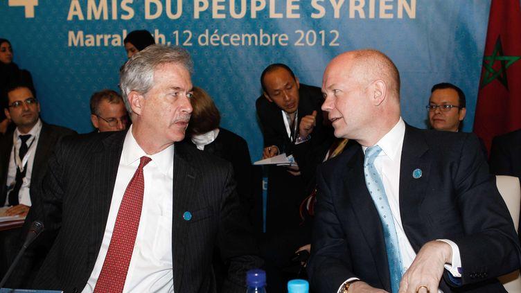 Le secrétaire d'Etat adjoint des Etats-UnisWilliam J. Burns et le ministre britannique des affaires étrangèresWilliam Hague, à la conférence des Amis de la Syrie, le 12 décembre 2012. (ABDELJALIL BOUNHAR/AP/SIPA / AP)