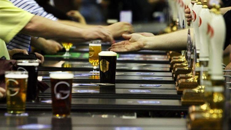 La consommation excessive d'alcool a provoqué plus de 6.500 morts en 2007 en Angleterre (AFP)