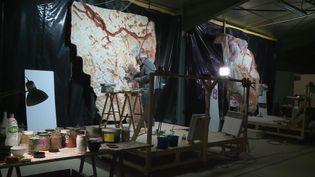 Reproduction de peintures de la grotte Cosquer dans un atelier d'artiste à Toulouse. (FRANCEINFO)