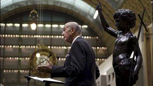 Valéry Giscard d'Estaing reçoit son épée d'Académicien en 2004 au musée d'Orsay. (GILLES BASSIGNAC / GAMMA-RAPHO)