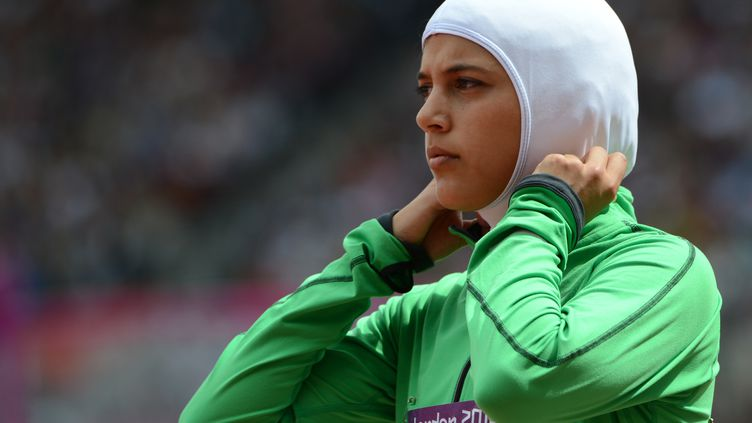 La Saoudienne Sarah Attar, le 8 août 2012 à Londres, avant une épreuve du 800 m des Jeux olympiques. (OLIVIER MORIN / AFP)